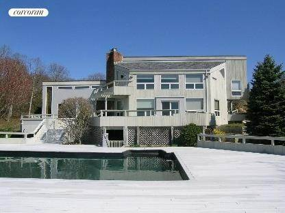 Single Family Home at East Hampton Town, NY 11954