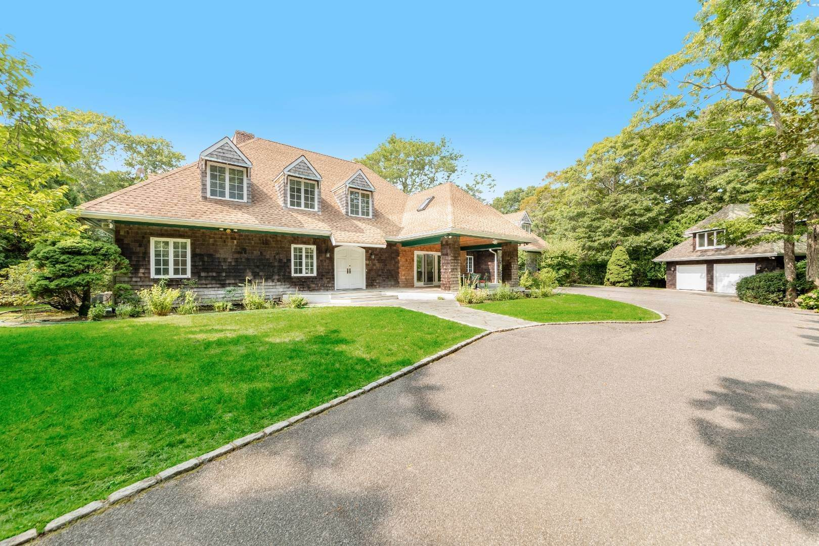 Single Family Home for Sale at Significant Amagansett Estate 51 Timber Trail, Amagansett, NY 11930