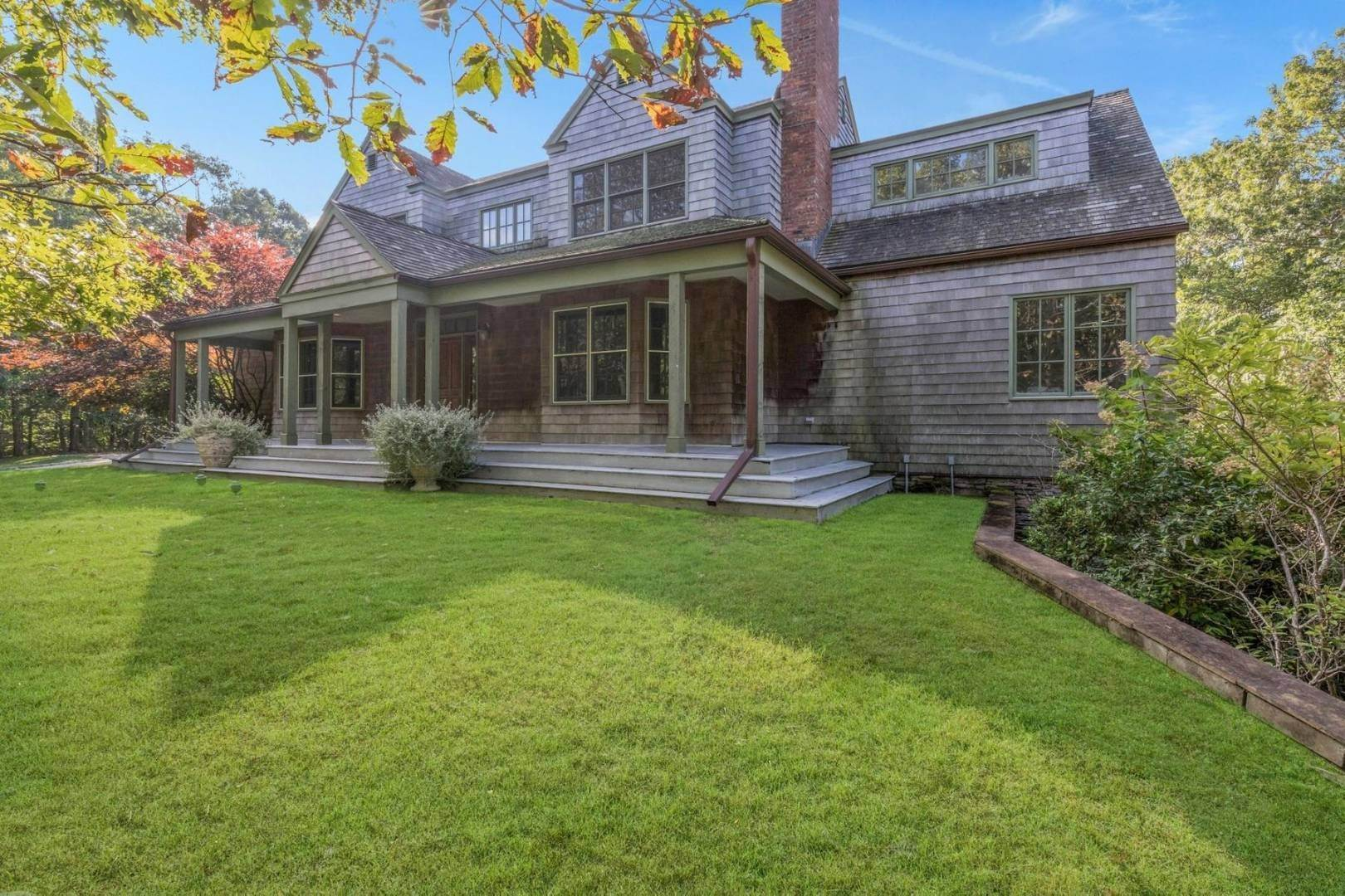Single Family Home at Bridgehampton Farmhouse Bridgehampton, NY 11932