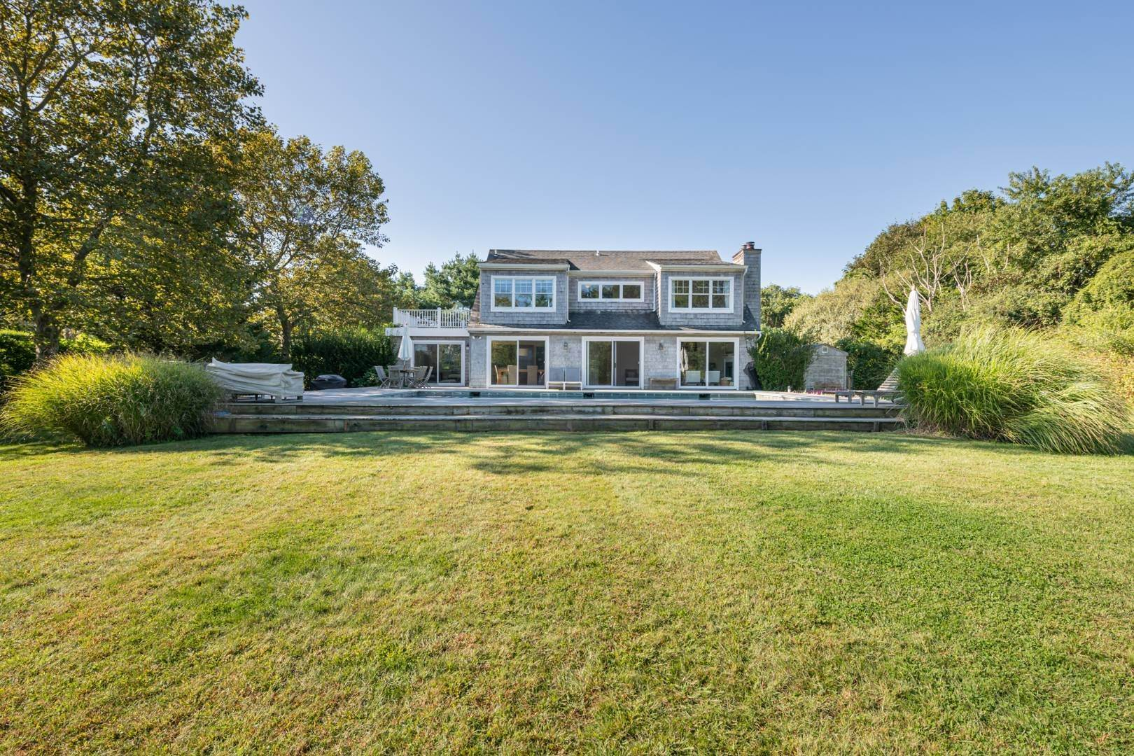 16. Single Family Home at Sunny In Southampton Water Mill, NY 11968