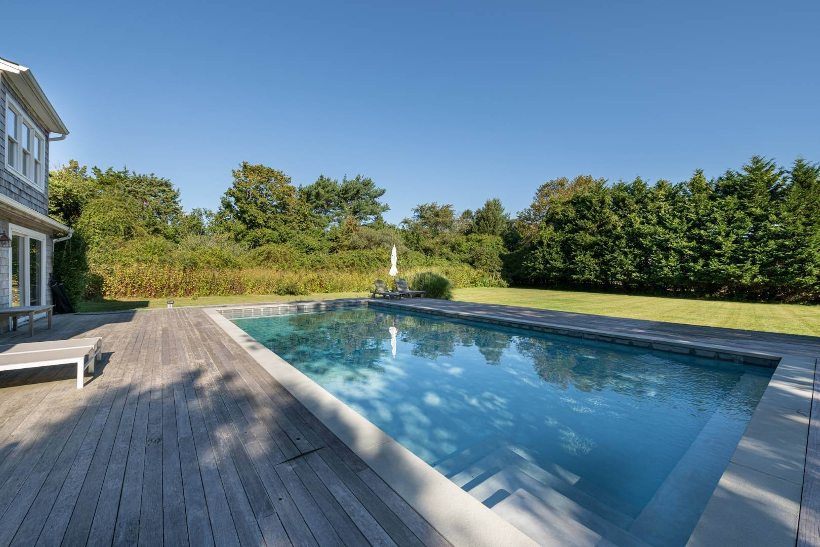 15. Single Family Home at Sunny In Southampton Water Mill, NY 11968