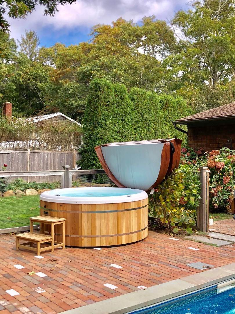 18. Single Family Home at Year Round In Sag Harbor With Hot Tub And Heated Pool 80 Denise Street, Sag Harbor South, NY 11963