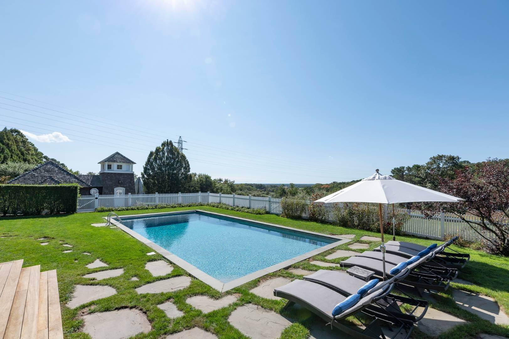 26. Single Family Home at Sunset Retreat In Water Mill 90 Lopers Path, Bridgehampton, NY 11976