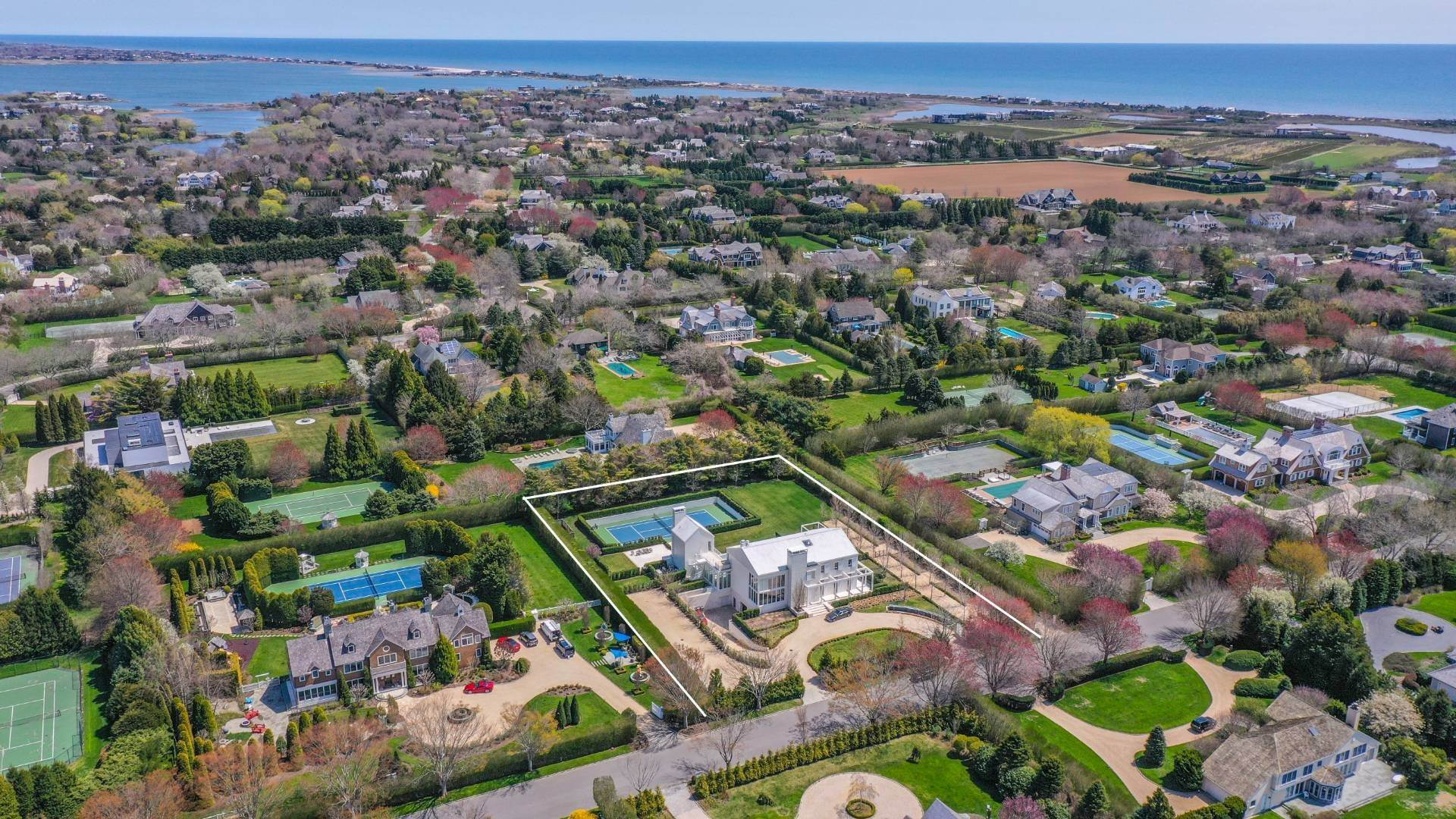 Single Family Home at Spacious Living And Entertaining At Its Best Southampton, NY 11968