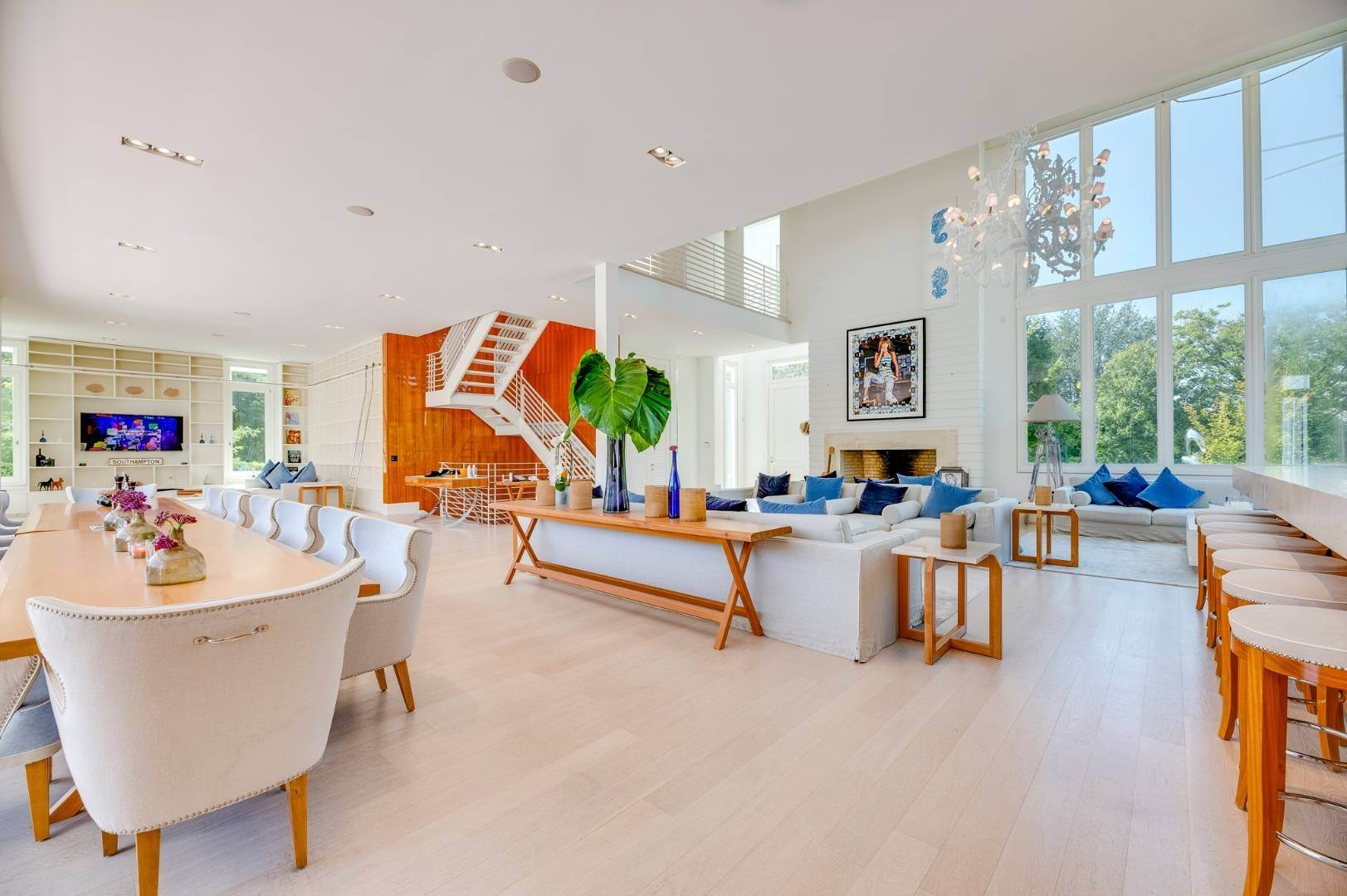 10. Single Family Home at Spacious Living And Entertaining At Its Best Southampton, NY 11968