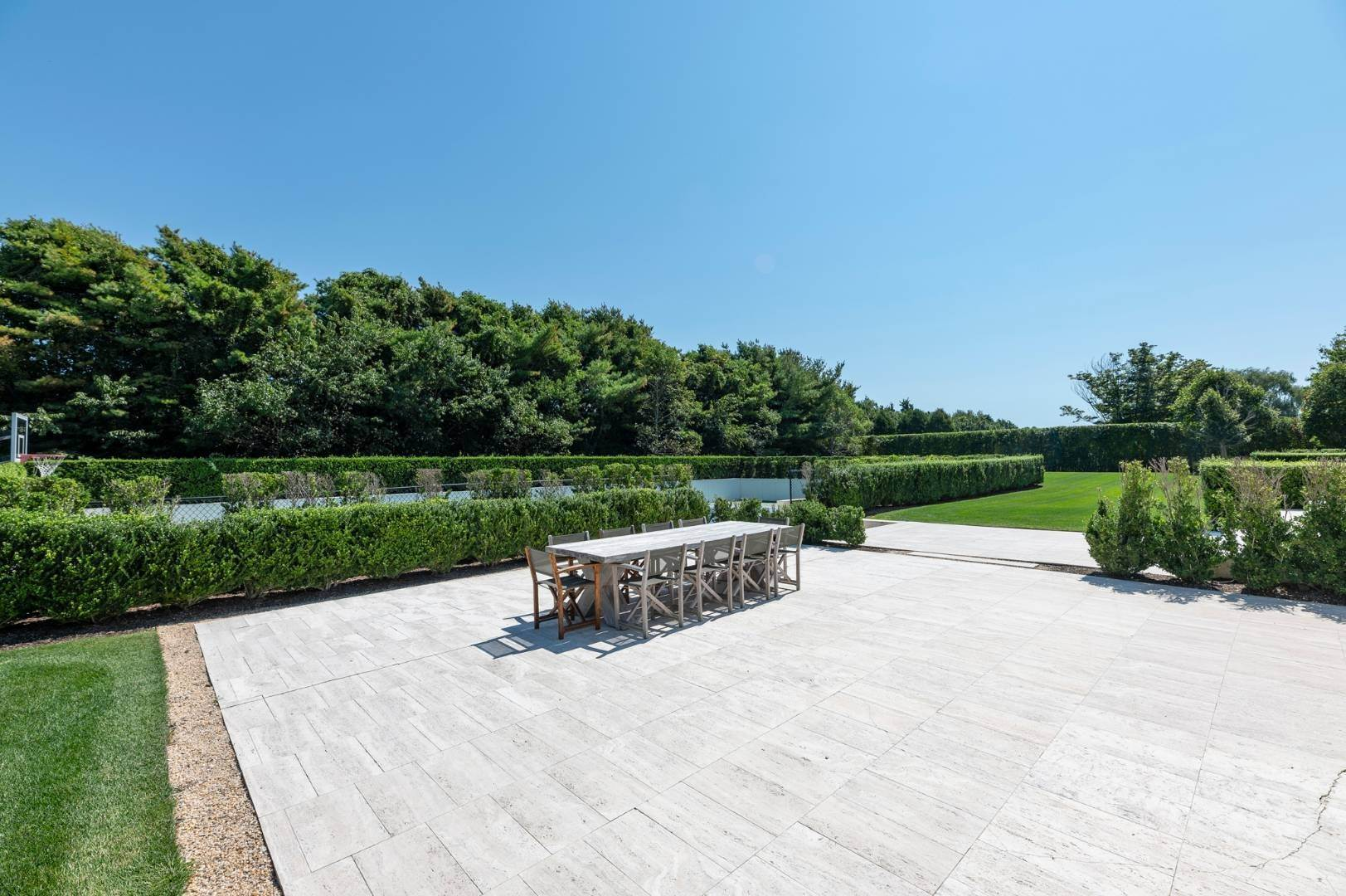 36. Single Family Home at Spacious Living And Entertaining At Its Best Southampton, NY 11968