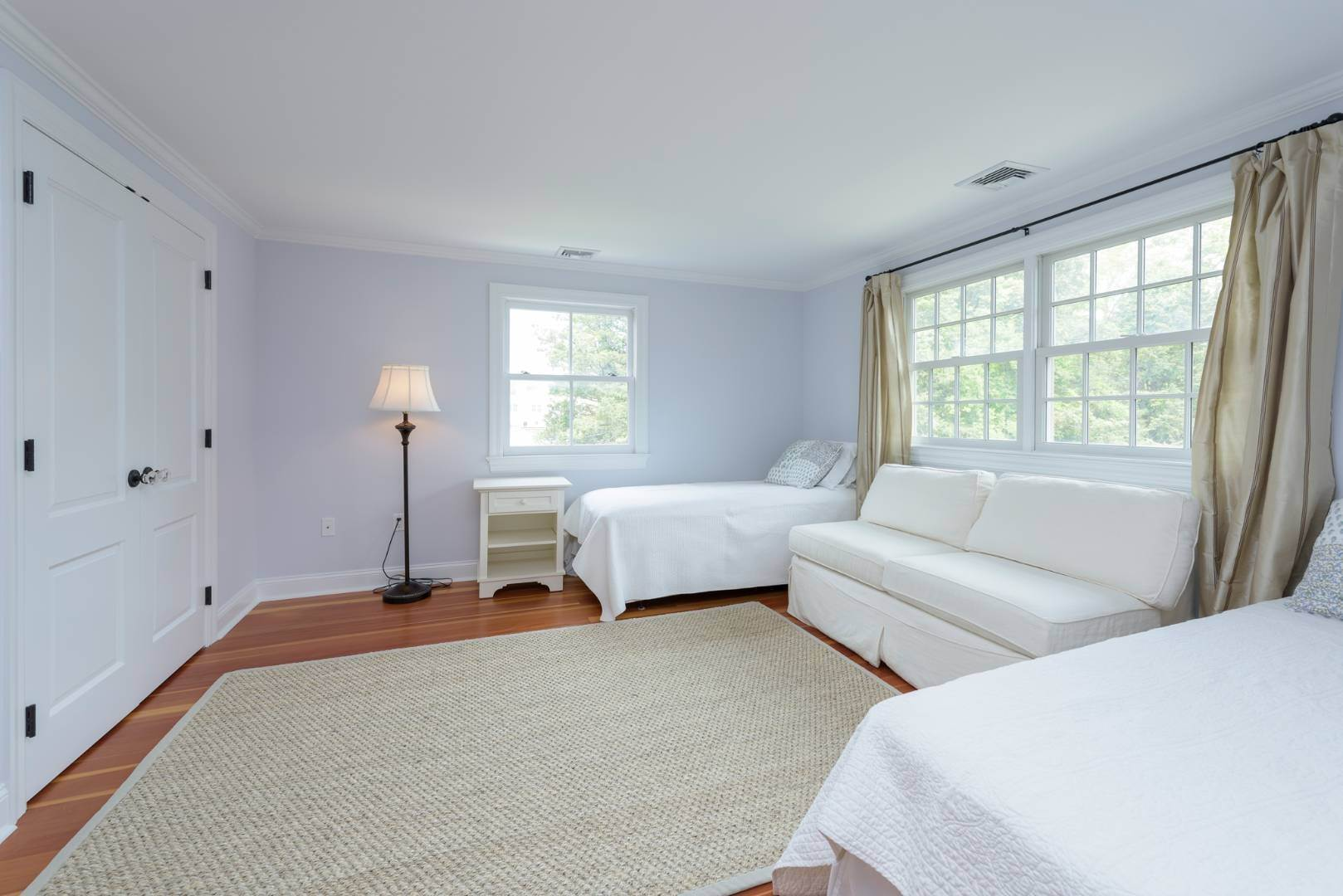 17. Single Family Home at Turnkey Renovated Village Traditional Only Half Mile To Ocean 87 Beach Lane, Westhampton Beach Village, NY 11978
