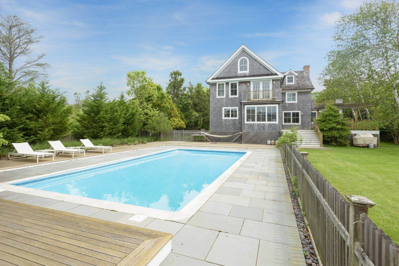 21. Single Family Home at Turnkey Renovated Village Traditional Only Half Mile To Ocean 87 Beach Lane, Westhampton Beach Village, NY 11978