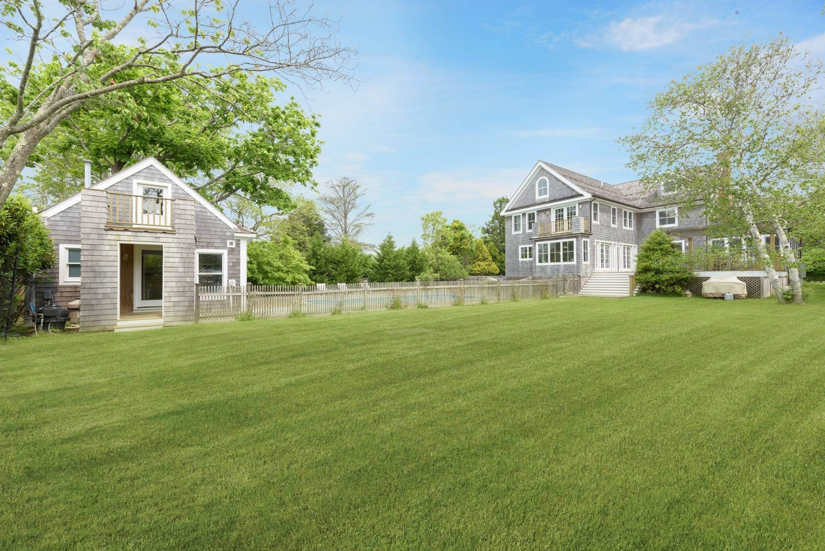 24. Single Family Home at Turnkey Renovated Village Traditional Only Half Mile To Ocean 87 Beach Lane, Westhampton Beach Village, NY 11978
