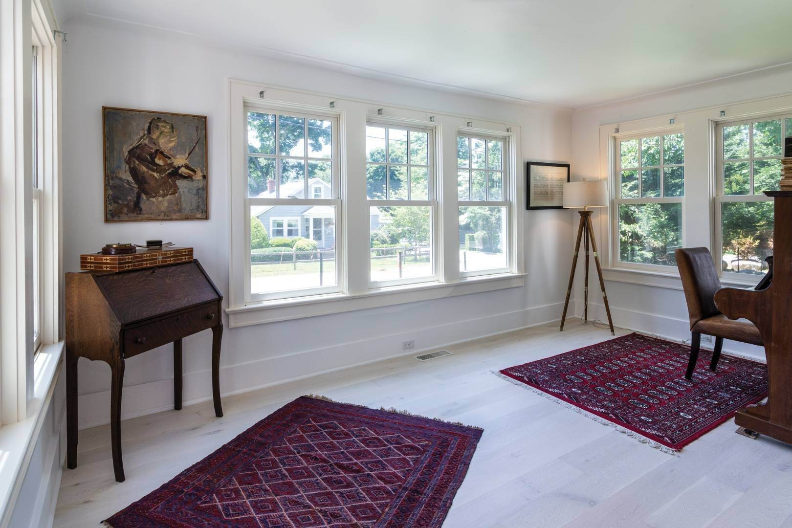 8. Single Family Home at Stunning Scandinavian Aesthetic East Hampton, NY 11937