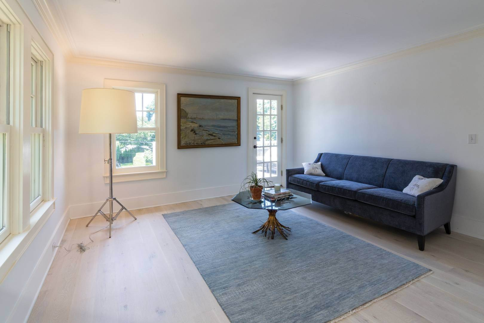 15. Single Family Home at Stunning Scandinavian Aesthetic East Hampton, NY 11937