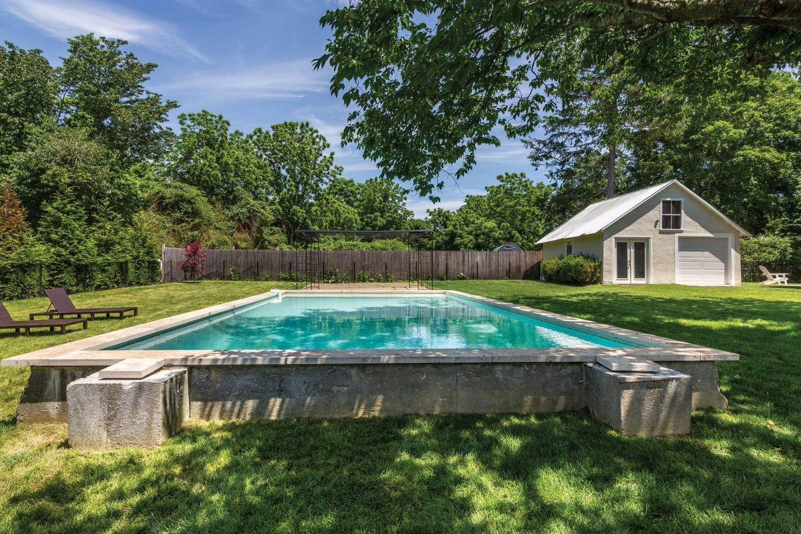 2. Single Family Home at Stunning Scandinavian Aesthetic East Hampton, NY 11937