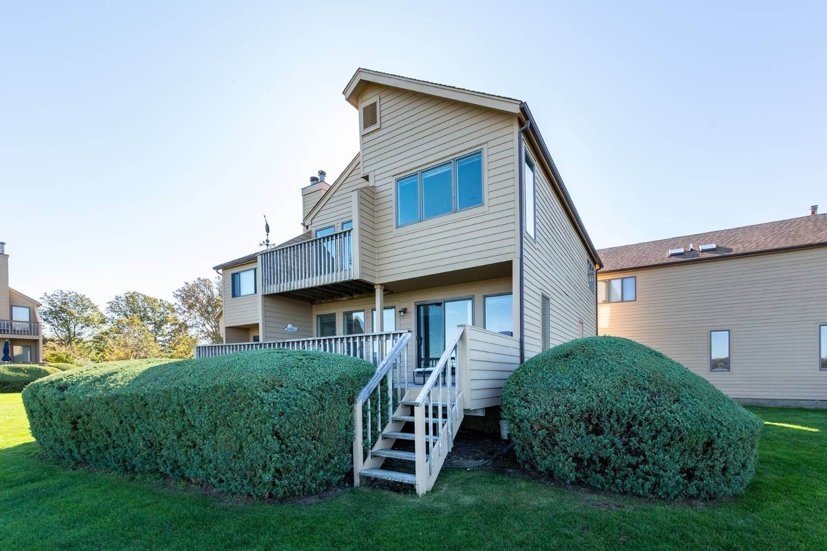4. Single Family Home at Sag Harbor Waterfront Condo, Available Now! Sag Harbor, NY 11963