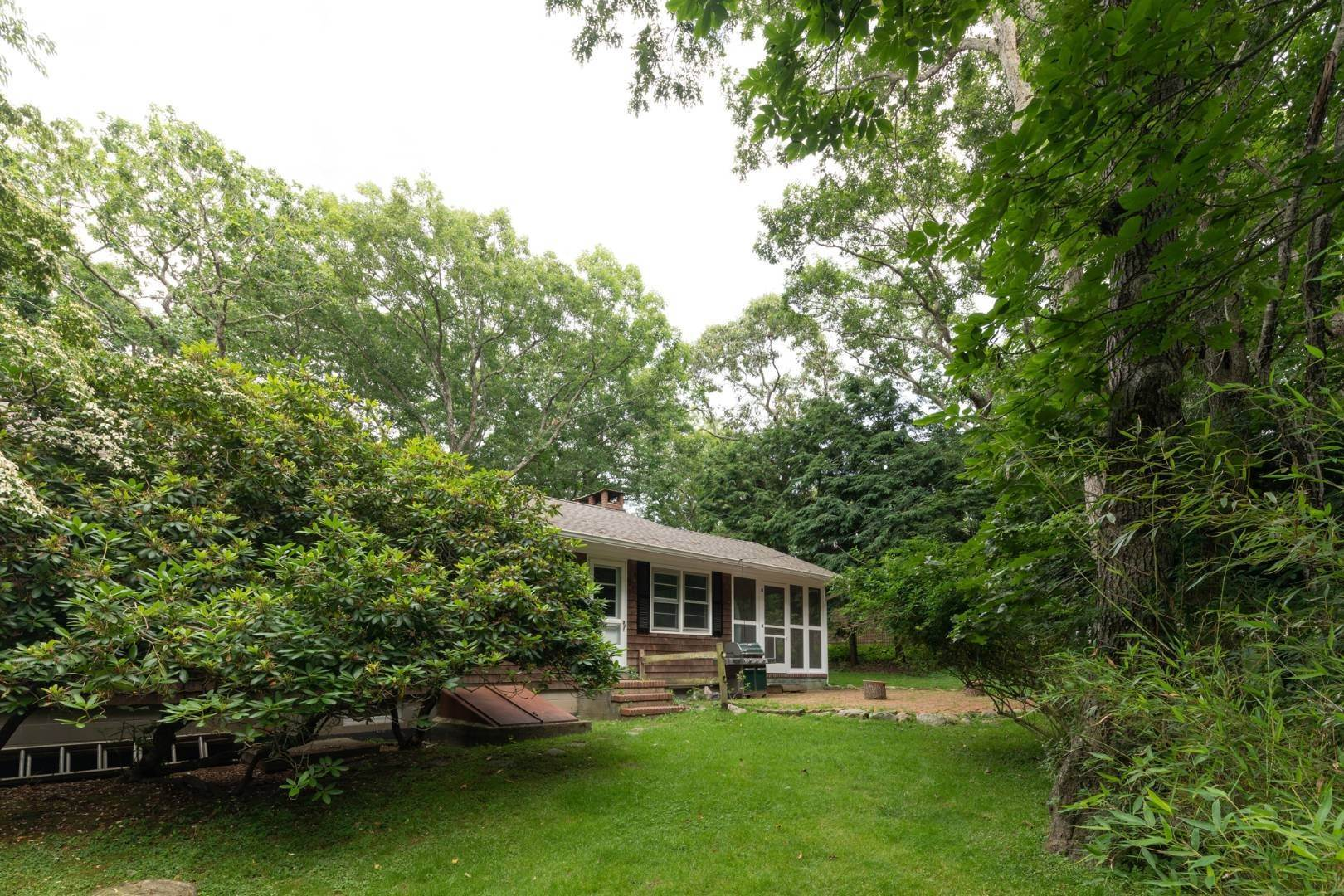 12. Single Family Home at East Hampton Rental By The Bay East Hampton, NY 11937