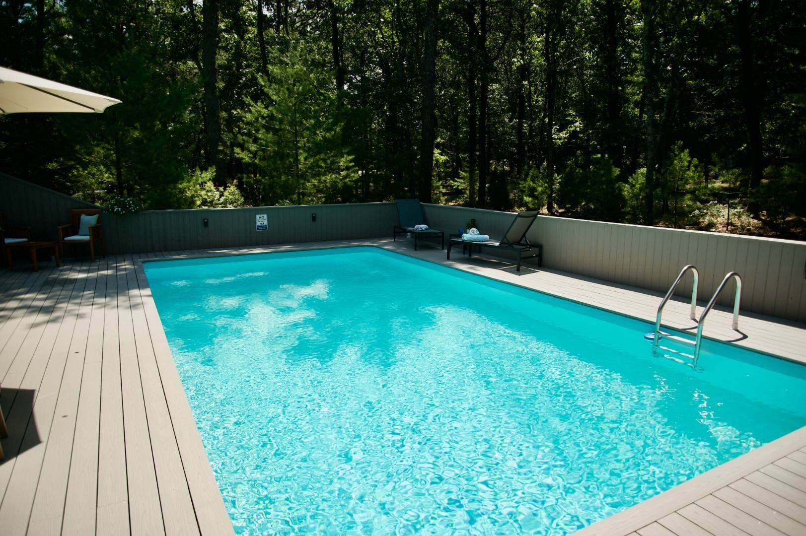 18. Single Family Home at East Hampton Renovated Contemporary With Pool East Hampton, NY 11937