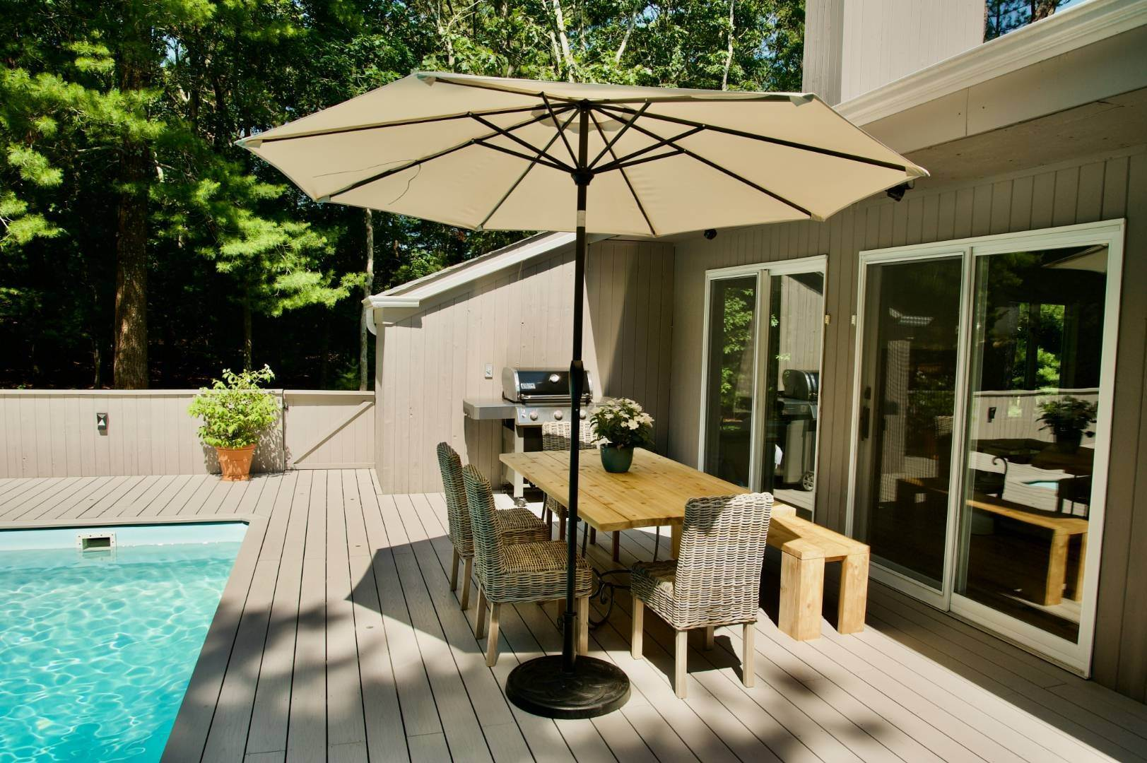 4. Single Family Home at East Hampton Renovated Contemporary With Pool East Hampton, NY 11937