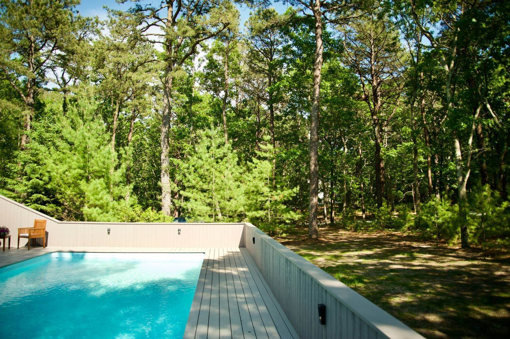 19. Single Family Home at East Hampton Renovated Contemporary With Pool East Hampton, NY 11937