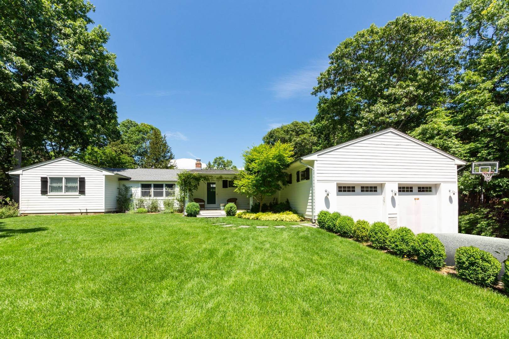 Single Family Home for Sale at Stunning Ranch In Clearwater Beach 49 Norfolk Drive, East Hampton, NY 11937