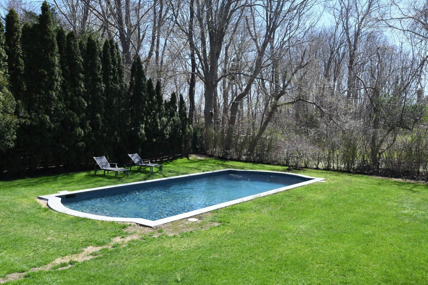18. Single Family Home at Village Living Close To All East Hampton, NY 11937