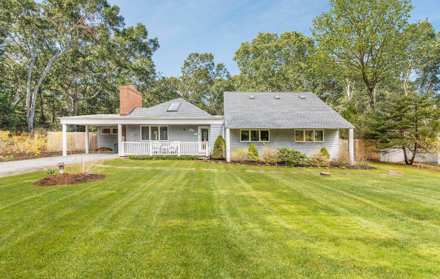 Single Family Home for Sale at Wainscott Comfy Beach Home 5 Clyden Road, Wainscott, NY 11975