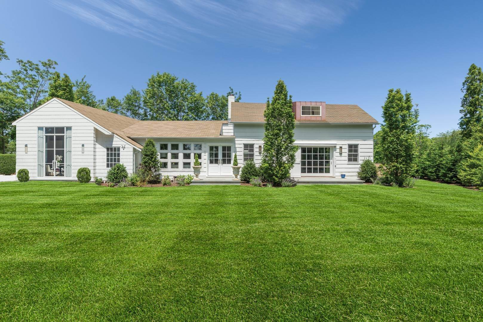 Single Family Home for Sale at Renovated Boutique Barn 407 North Sea Mecox Road, Southampton, NY 11968