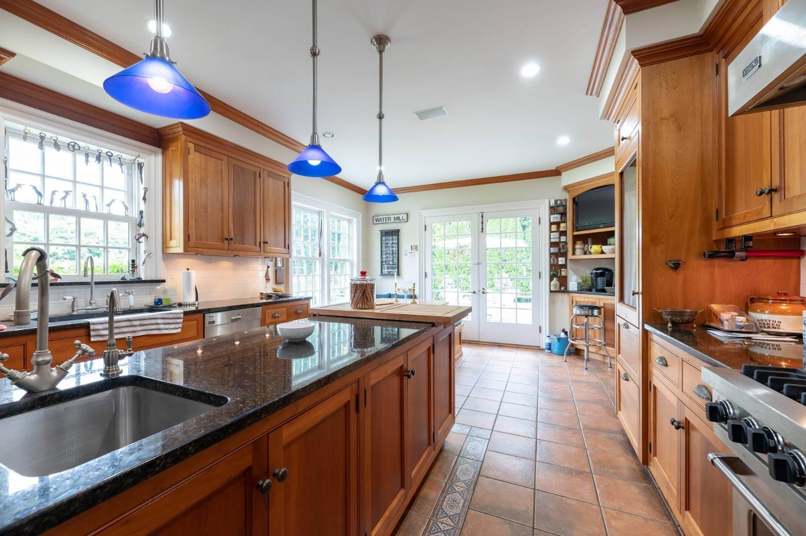 6. Single Family Home at Estate Level Elegance At The Nowedonah House 631 Head Of The Pond Road, Water Mill, NY 11976