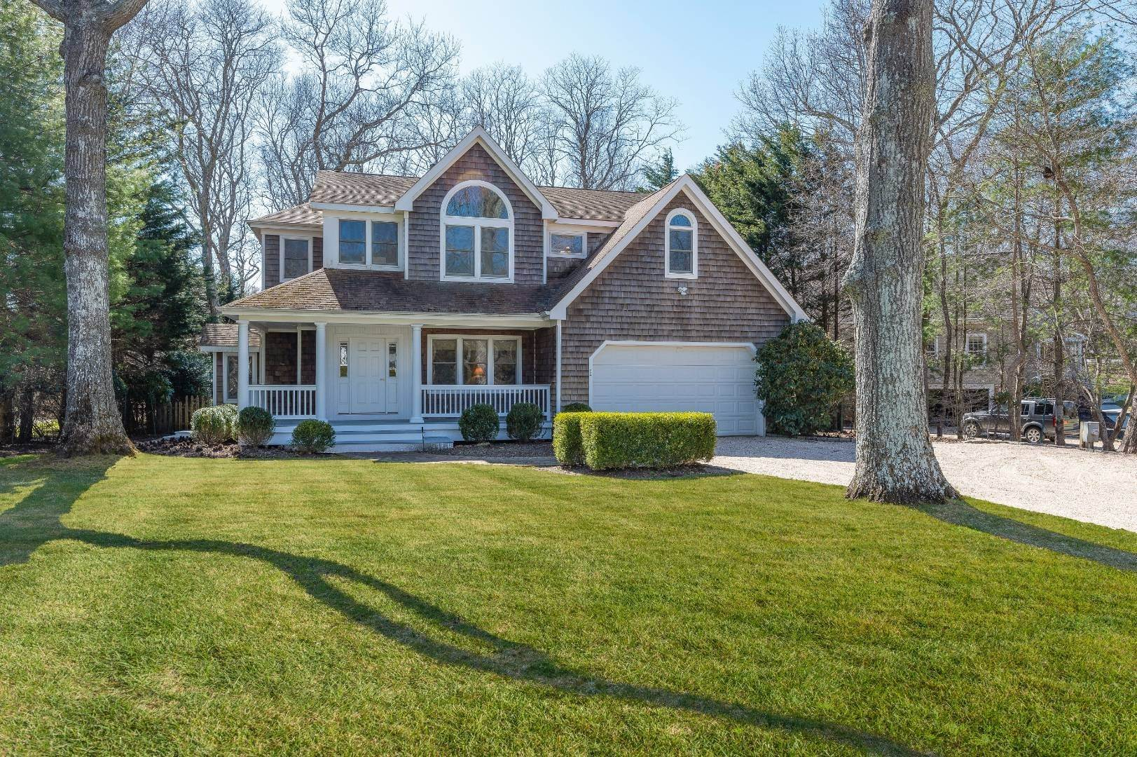 Single Family Home for Sale at Quiet Cul-De-Sac Street In Bridgehampton 8 Sea Farm Court, Bridgehampton, NY 11932