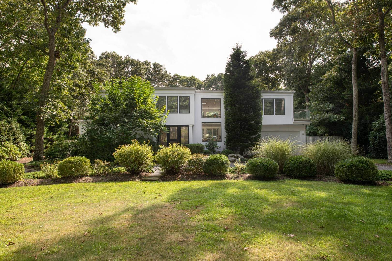 Single Family Home for Sale at Modern Retreat Close To East Hampton Village & Ocean Beaches 15 Anvil Ct, East Hampton, NY 11937