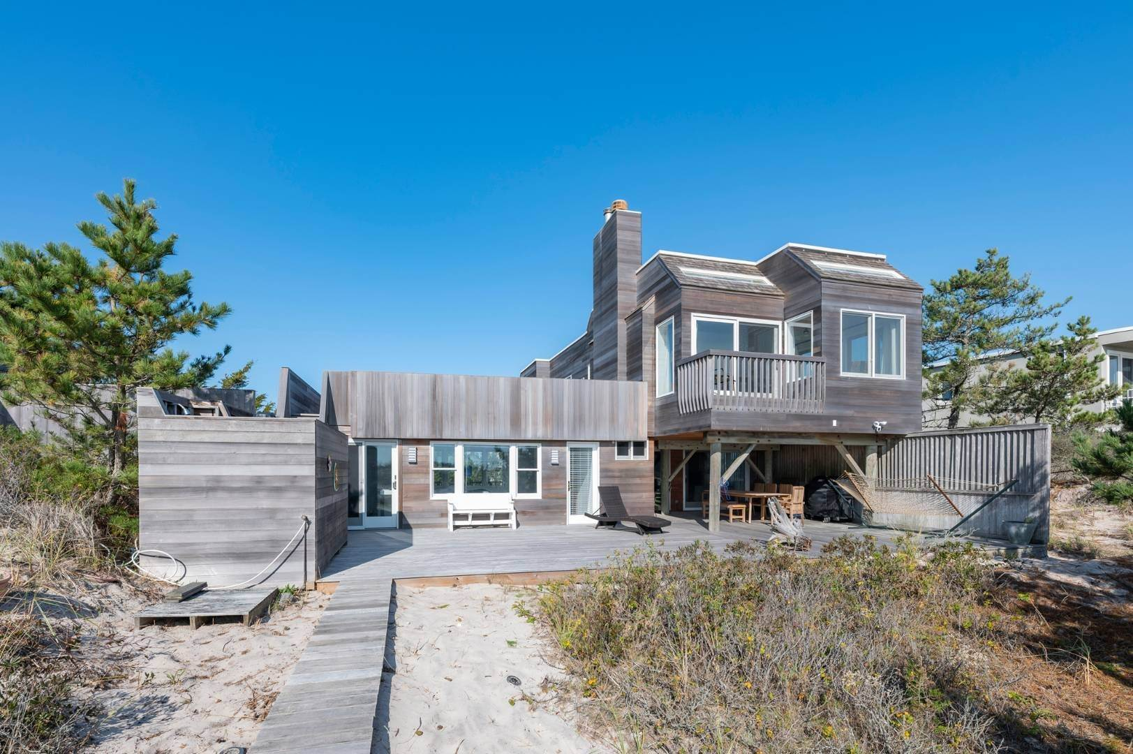 2. Single Family Home at Relaxing Oceanfront Retreat Available Winter Or Summer Rental! 449 Dune Road, Westhampton Beach Village, NY 11978