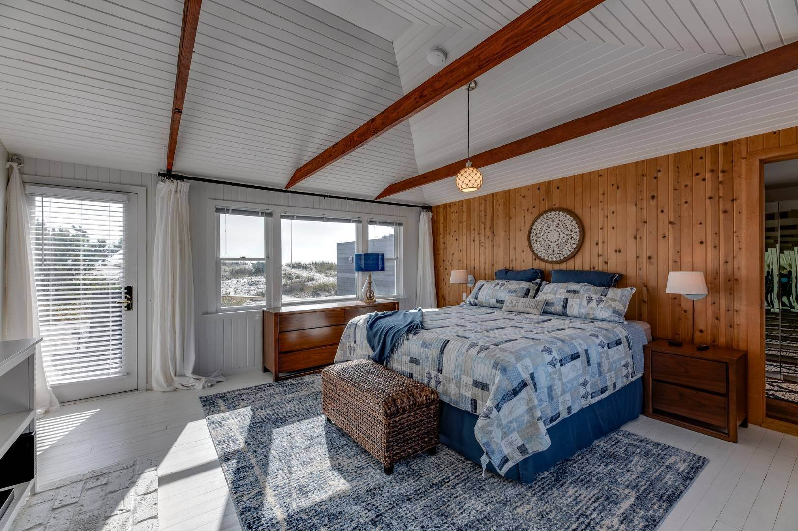 14. Single Family Home at Relaxing Oceanfront Retreat Available Winter Or Summer Rental! 449 Dune Road, Westhampton Beach Village, NY 11978