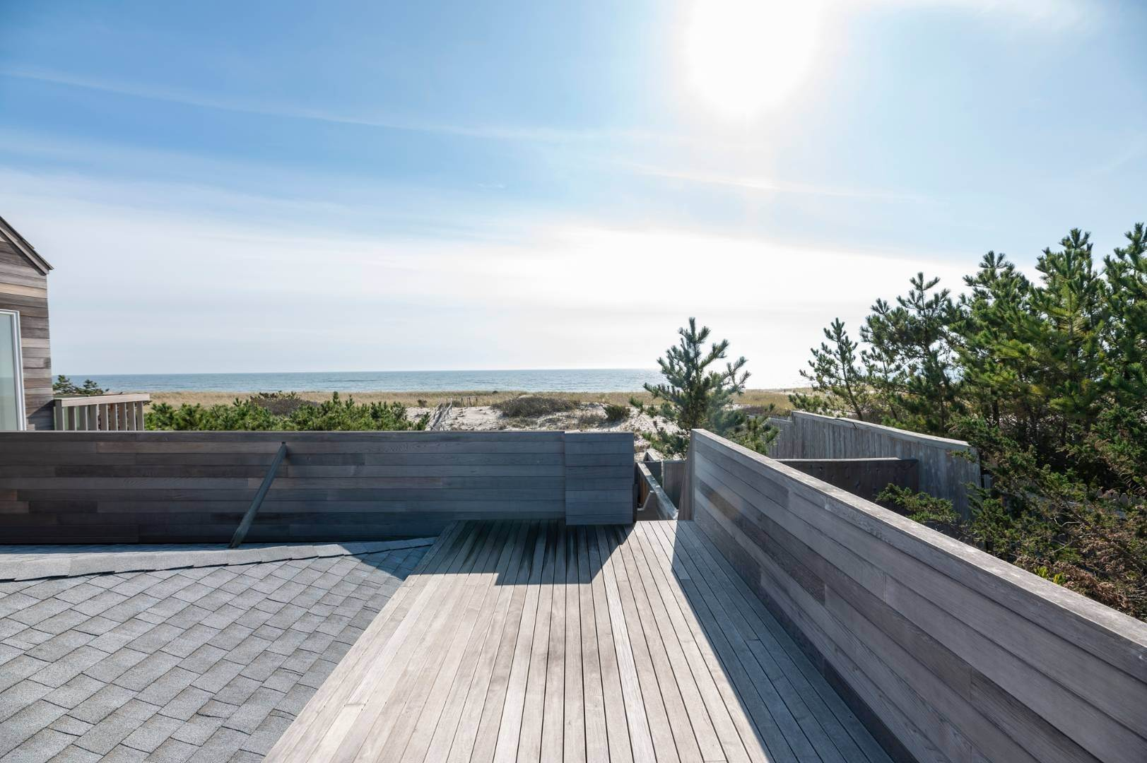 18. Single Family Home at Relaxing Oceanfront Retreat Available Winter Or Summer Rental! 449 Dune Road, Westhampton Beach Village, NY 11978