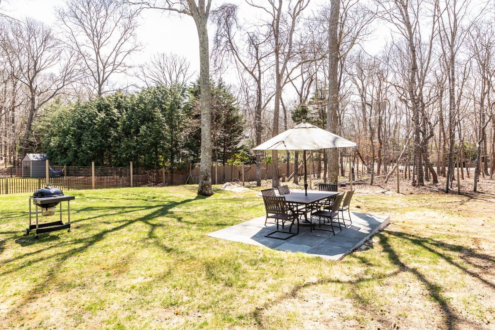 2. Single Family Home at Beautiful East Hampton House On The Rental Market 121 Cedar Drive, East Hampton, NY 11937