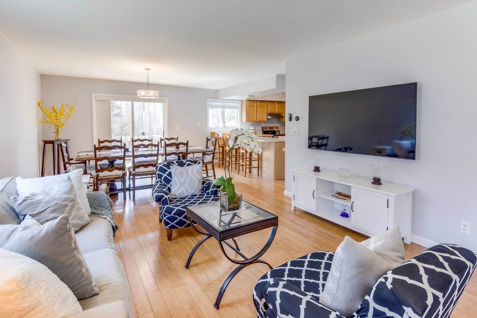 7. Single Family Home at Beautiful East Hampton House On The Rental Market 121 Cedar Drive, East Hampton, NY 11937