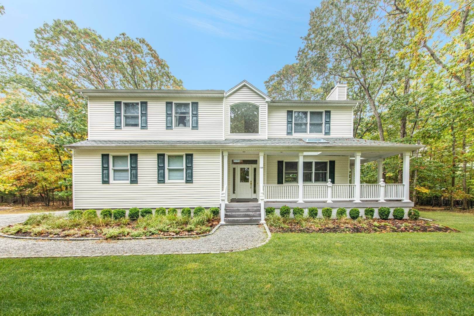 Single Family Home for Sale at Turnkey In Clearwater Beach 125 Kings Point Road, East Hampton, NY 11937