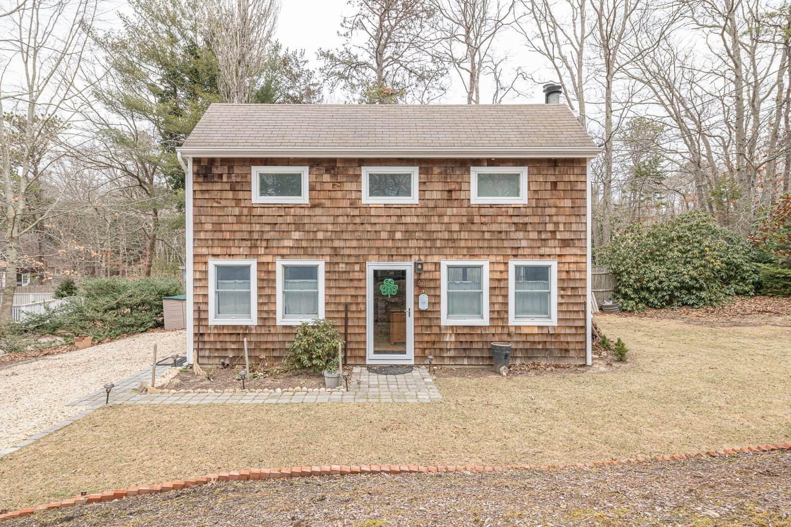Single Family Home for Sale at Charming Saltbox In The Northwest Woods Of East Hampton 620 Stephen Hands Path, East Hampton, NY 11937