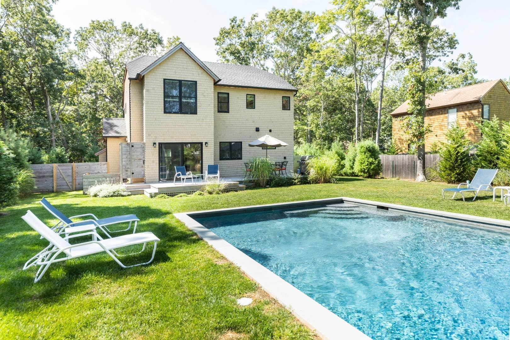 3. Single Family Home at Address Not Available East Hampton, NY 11937