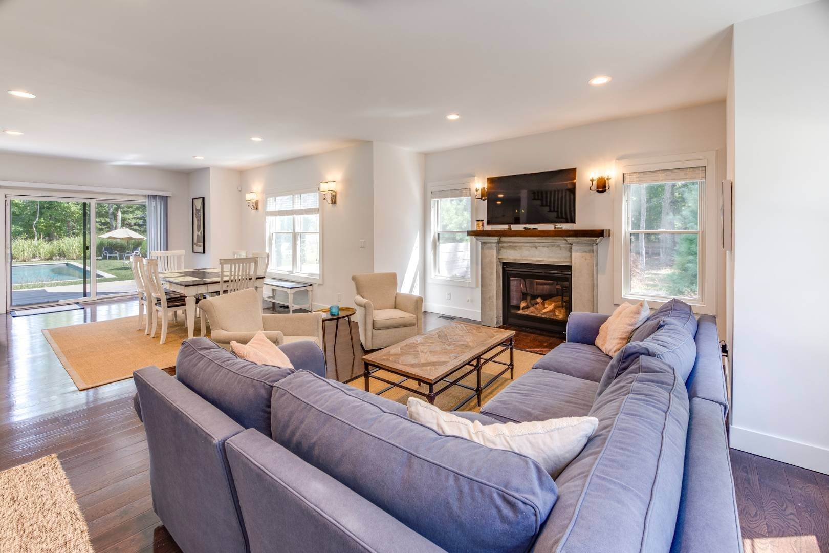 7. Single Family Home at Address Not Available East Hampton, NY 11937