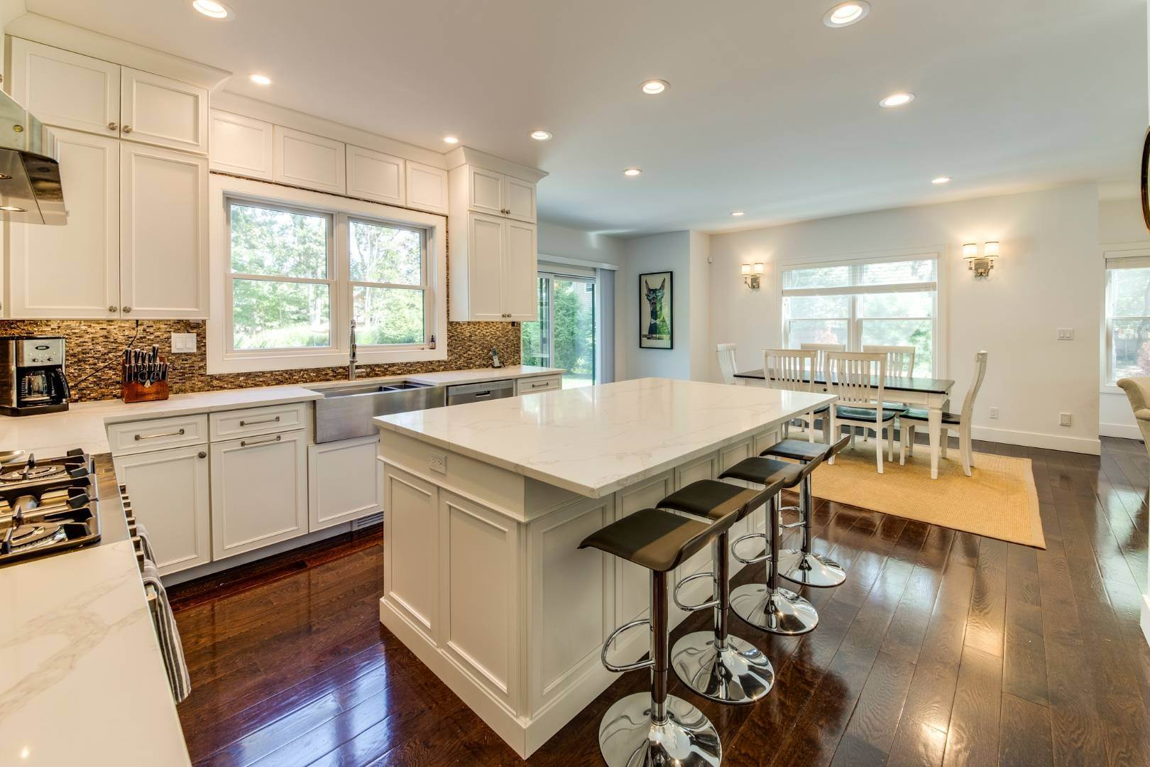 10. Single Family Home at Address Not Available East Hampton, NY 11937