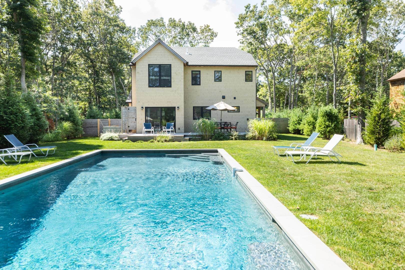 2. Single Family Home at Address Not Available East Hampton, NY 11937