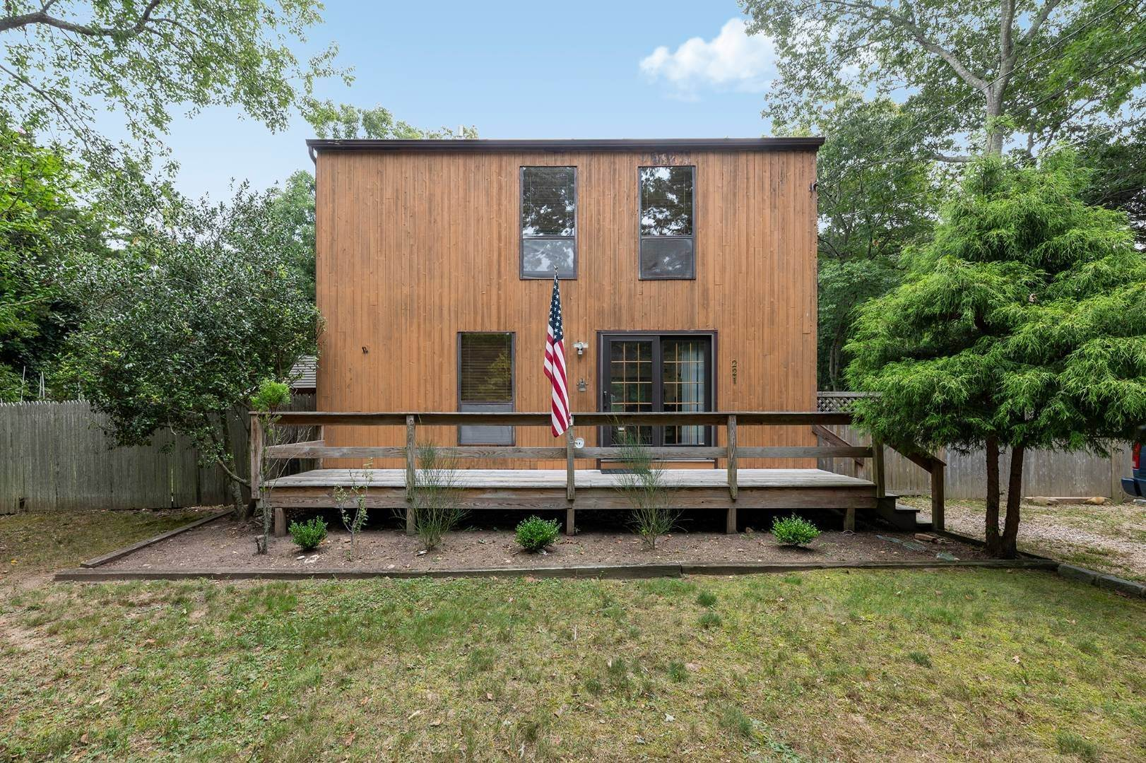 2. Single Family Home at Charming Home With Heated Pool 221 Norfolk Dr, East Hampton, NY 11937