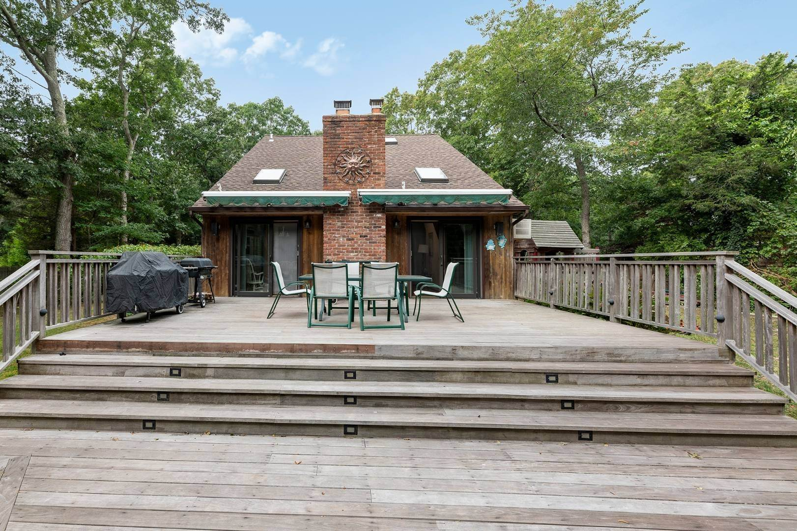 13. Single Family Home at Charming Home With Heated Pool 221 Norfolk Dr, East Hampton, NY 11937