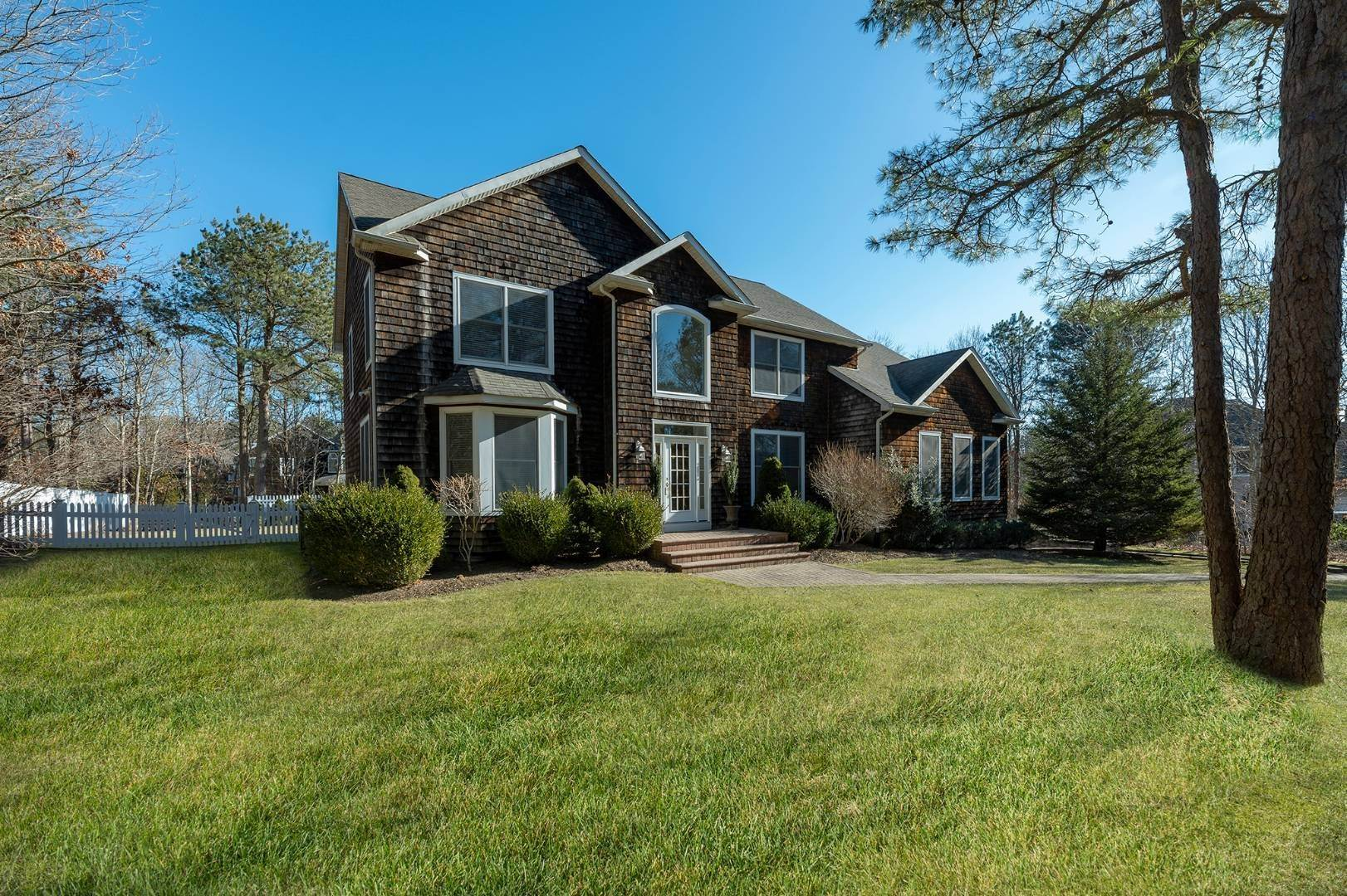 Single Family Home for Sale at East Quogue Postmodern In Prestigious Southampton Pines 103 Corbett Drive, East Quogue, NY 11942