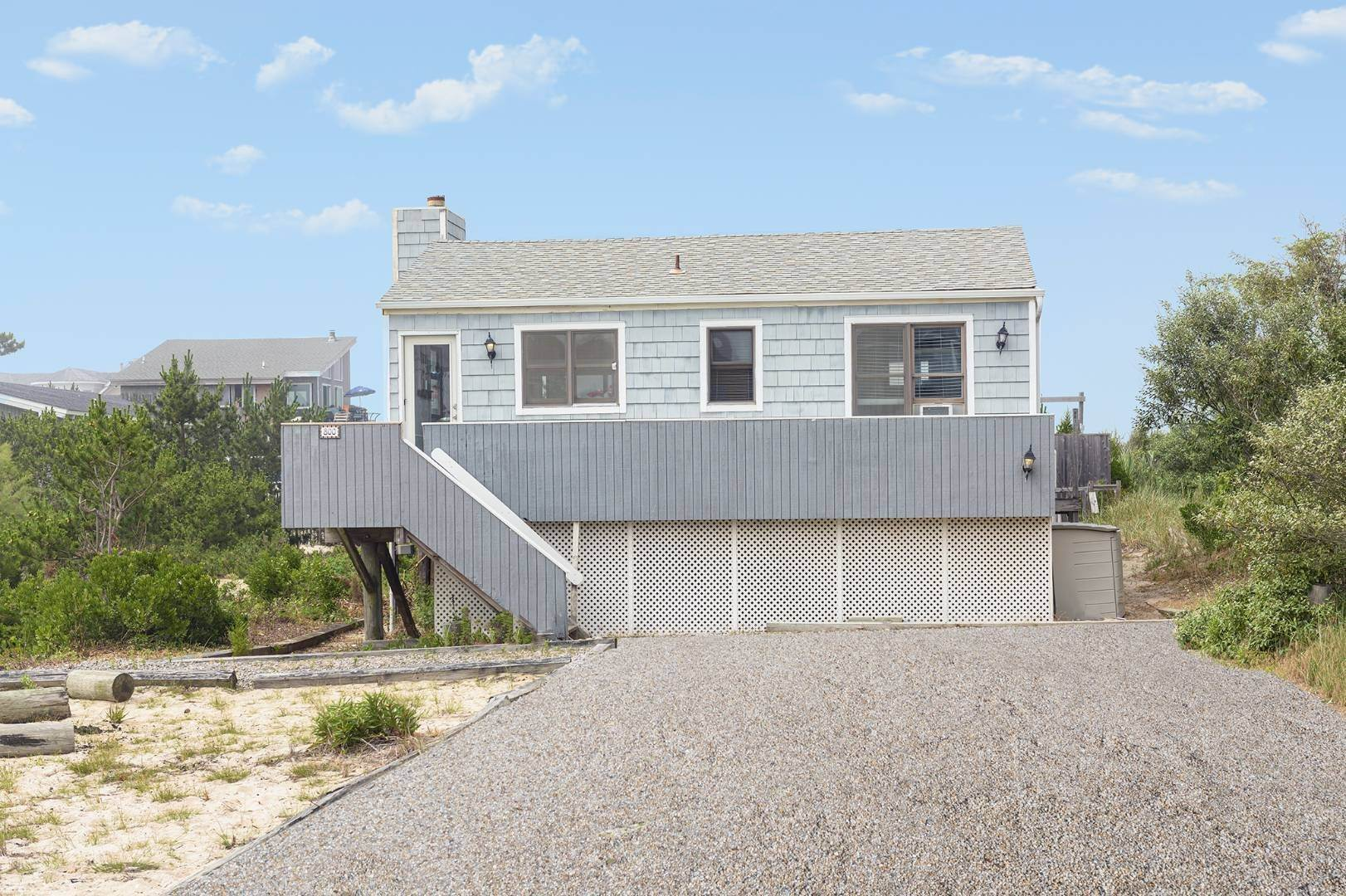 4. Single Family Home at Classic Dune Road Cottage 800 Dune Road, Westhampton Dunes Village, NY 11978