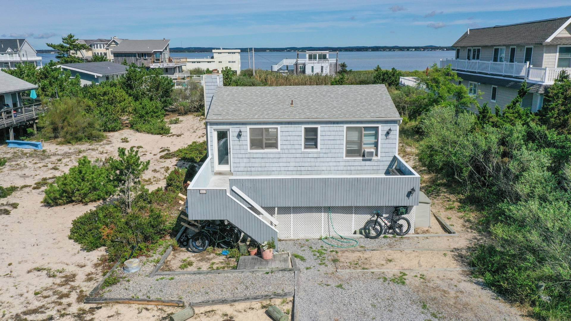 3. Single Family Home at Classic Dune Road Cottage 800 Dune Road, Westhampton Dunes Village, NY 11978