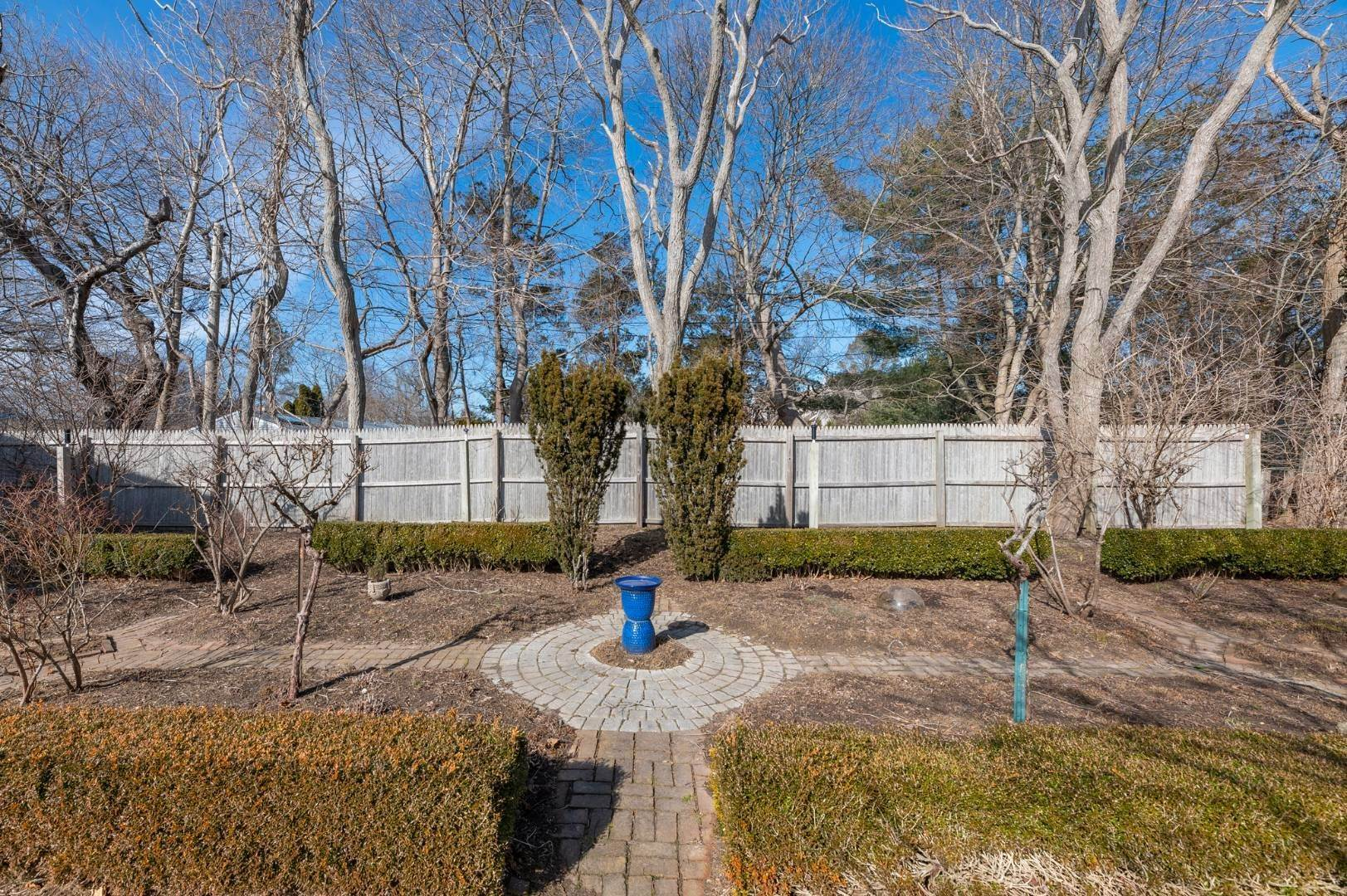 20. Single Family Home at Southaampyon Village Cape Southampton, NY 11968