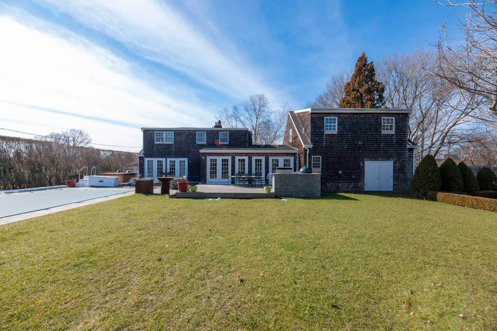 19. Single Family Home at Southaampyon Village Cape Southampton, NY 11968