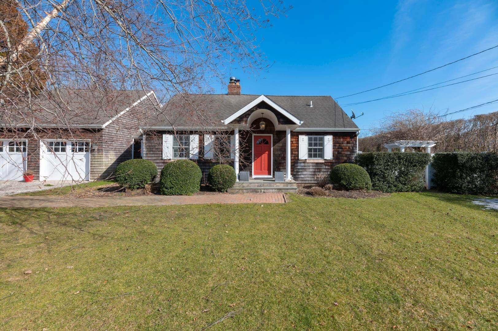 Single Family Home at Southaampyon Village Cape Southampton, NY 11968