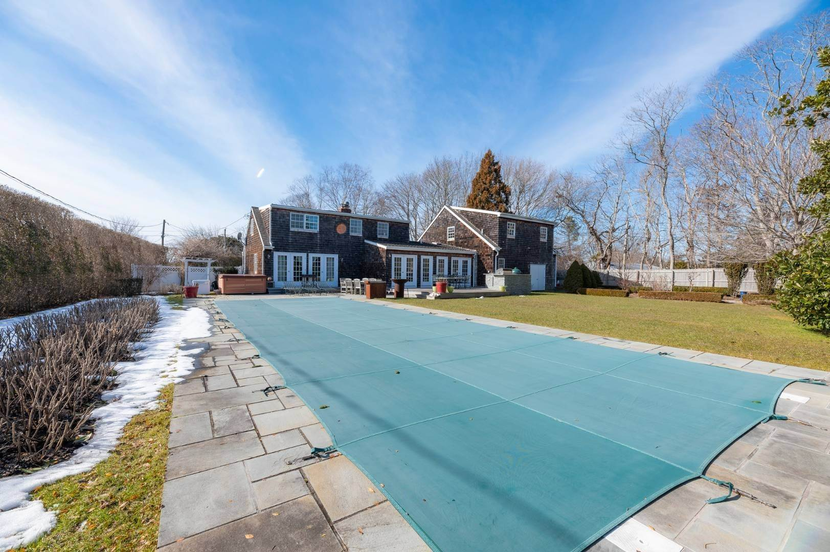 23. Single Family Home at Southaampyon Village Cape Southampton, NY 11968