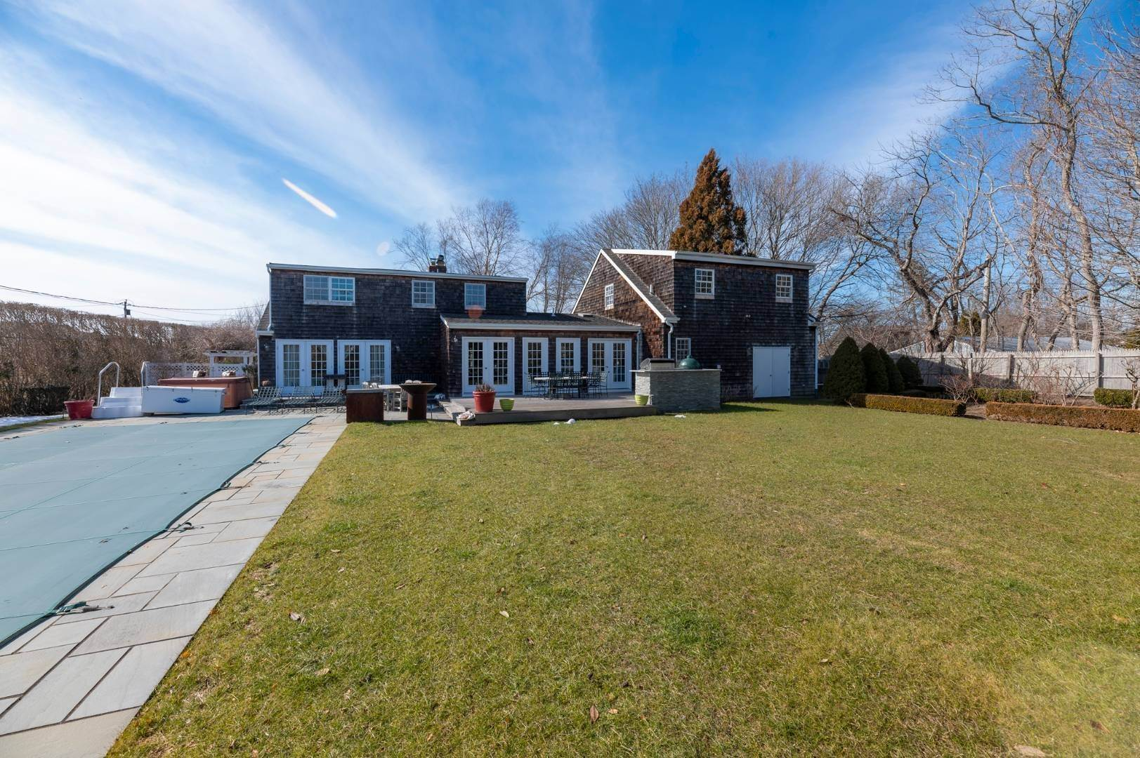 18. Single Family Home at Southaampyon Village Cape Southampton, NY 11968