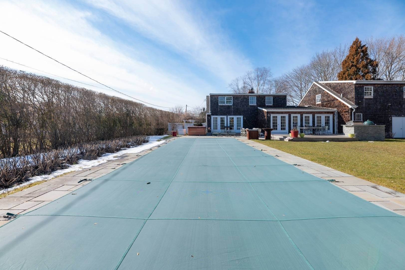 24. Single Family Home at Southaampyon Village Cape Southampton, NY 11968